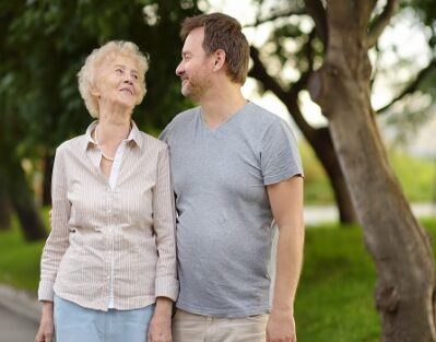 Easy Ways to Make a Lonely Senior Smile in Mississauga, ON